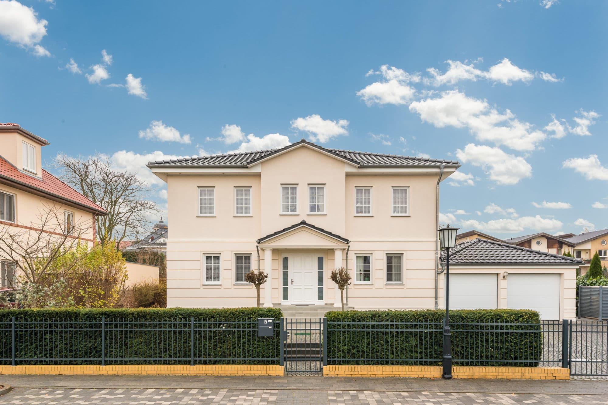 stadtvilla-mit-keller-balkon