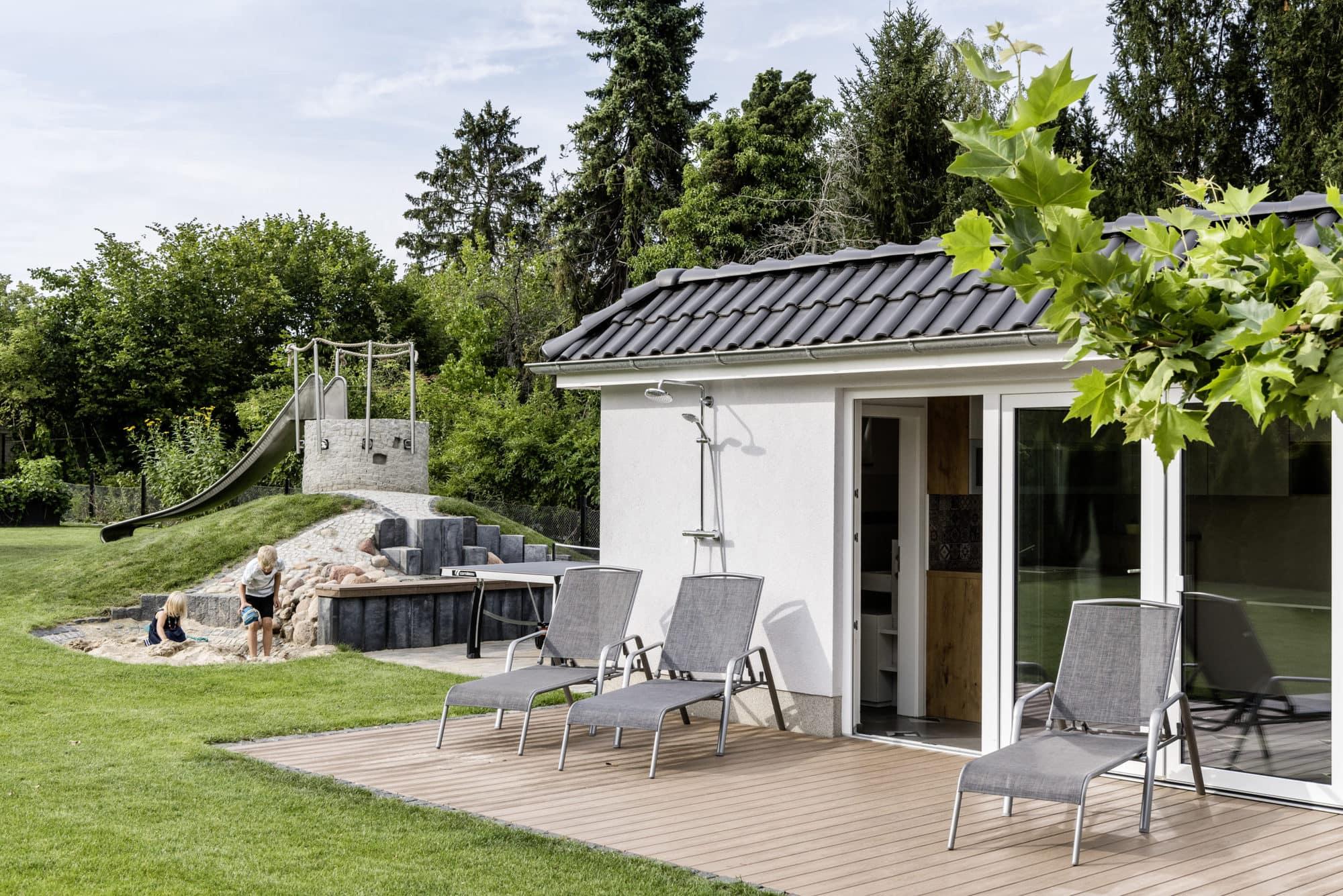 stadtvilla-mit-poolhaus