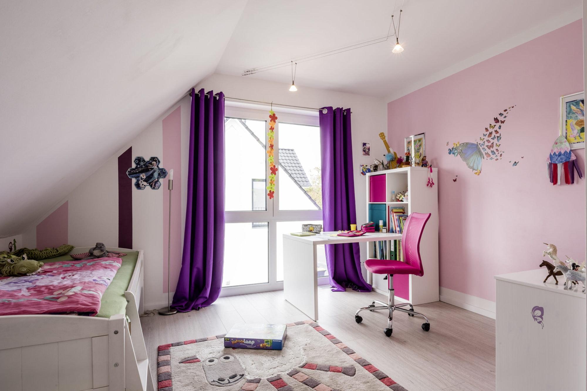 einfamilienhaus-kinderzimmer-dachschräge-fenster
