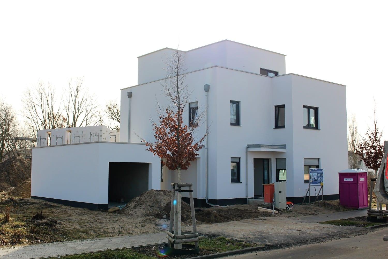 hausbesichtigung-bauhaus-staffelgeschoss-argehaus-hauseingang