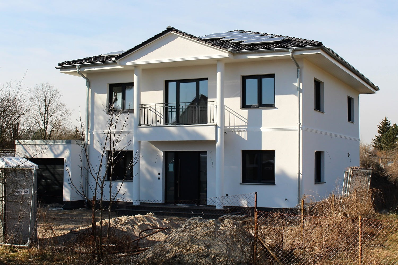 hausbesichtigung-brieselang-stadtvilla-saeulen-argehaus-1