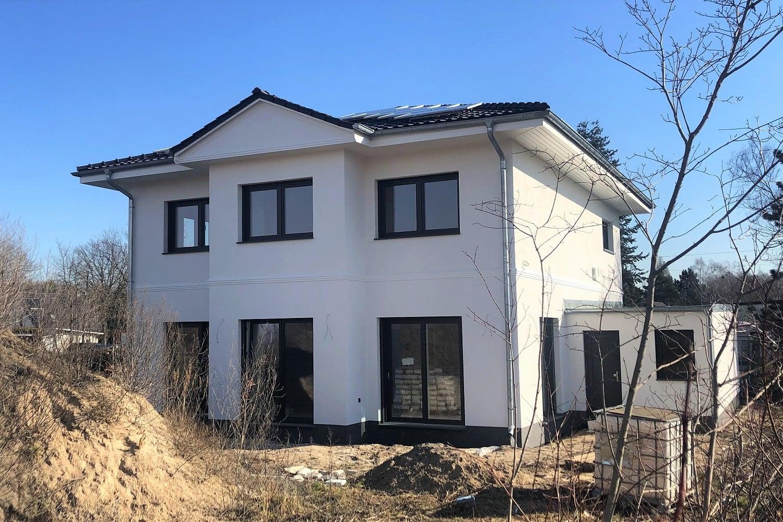 hausbesichtigung-brieselang-stadtvilla-saeulen-argehaus-2