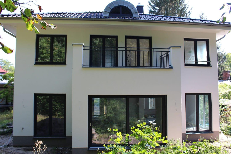 hausbesichtigung-stadtvilla-berlin-karolinenhof-rueckseite